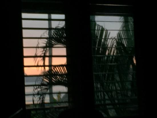 Tambor Tropical Beach Resort: Sunrise view from the BED!