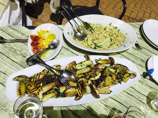Il Faraone: Steinpilze besonders fein und frittierte Zucchiniblüten! Anna zaubert kalabresisch vom Feinsten.