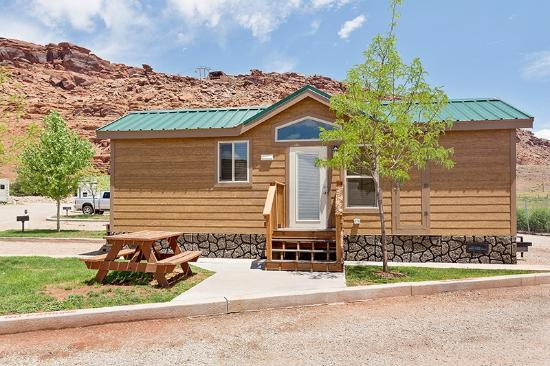 Life size chess picture of moab valley rv resort for Moab utah cabins