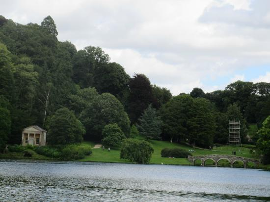 Stourhead House and Garden: More lake view