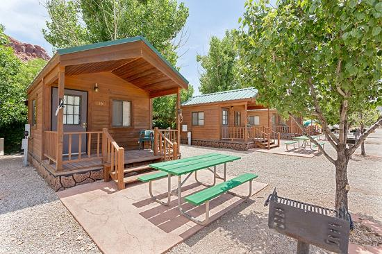 Moab Valley RV Resort & Campground: Cabin area
