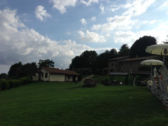 Relais Borgo San Faustino: Natura e camere