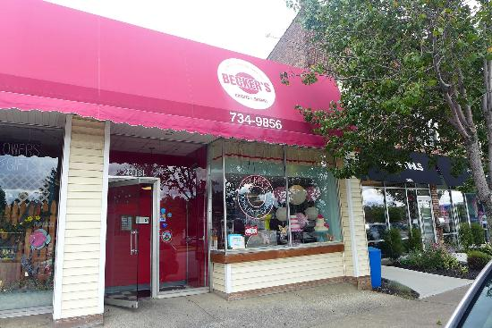 Fairview Park, OH: storefront