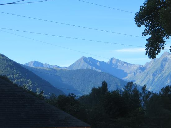 Hotel du Val d'Aure: View of the Pyrenees from the car park