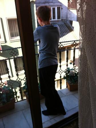 Best Town Hotel: маленький балкон