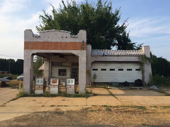 Historic Bonnie and Clyde Gas Station