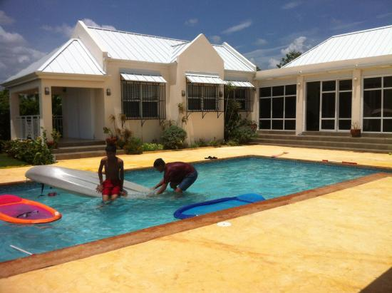 4 bedroom cottage w pool in whitehouse jamaica - Summer house with swimming pool review ...