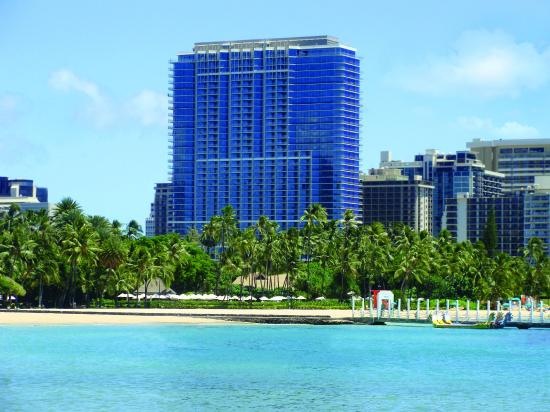 Trump International Hotel Waikiki: Trump Waikiki overlooking Waikiki Beach