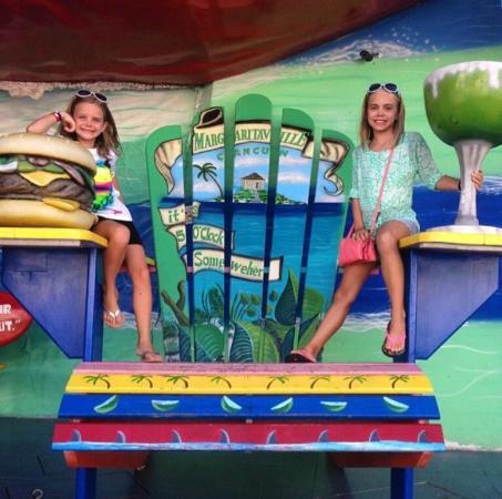 niñas en Margaritaville