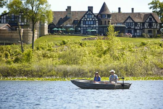 Punderson Manor Lodge and Conference Center: Fishing on Lake Punderson