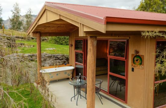 The Rocks Chalets: Fantail (705) with outside bath