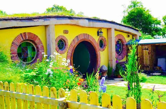 North Shire: Hobbit House