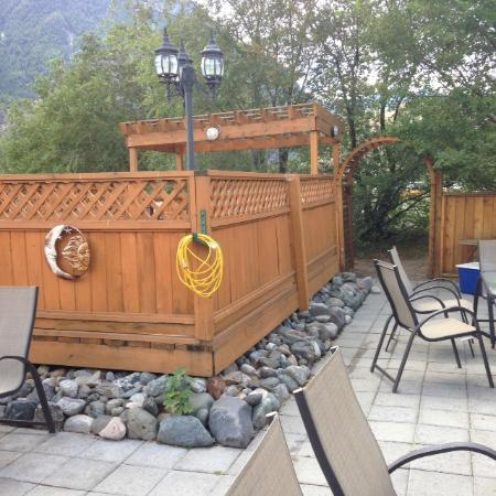 Retasket Lodge & RV Park: A small part of the outdoor seating/cooking area