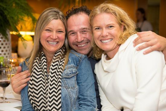 Sandbar Cafe & Kiosk: Great friends enjoying catching up