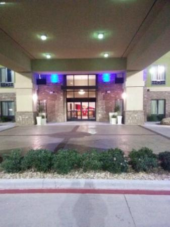 Holiday Inn Express Lubbock South : Entrance