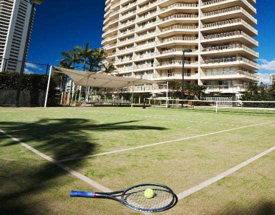 Contessa Holiday Apartments: Tennis Court