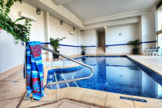 Contessa Holiday Apartments: Heated Indoor Pool