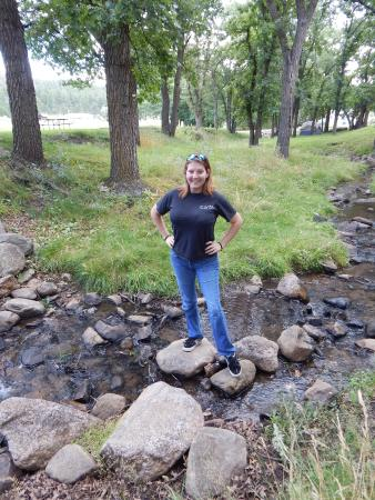 Spokane Creek Cabins & Campground: The creek behind our campsite