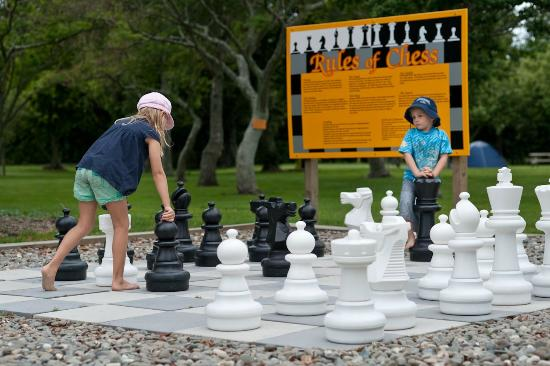 Motueka TOP 10 Holiday Park: Giant Chess