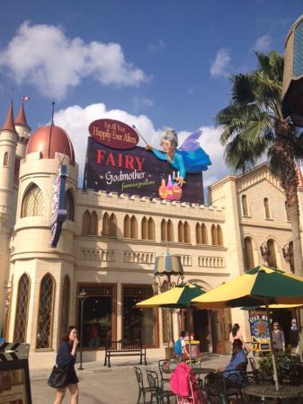 Universal Studios Singapore: Inside the park
