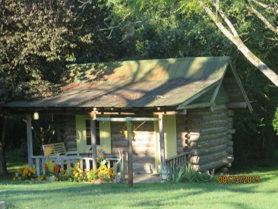 The Duck Smith House Bed & Breakfast: Child's playhouse built in early 1900's on grounds of Duck Smith B&B