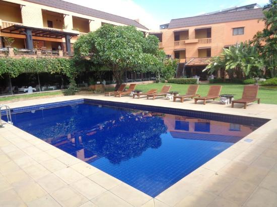 Holiday Garden Hotel: Pool