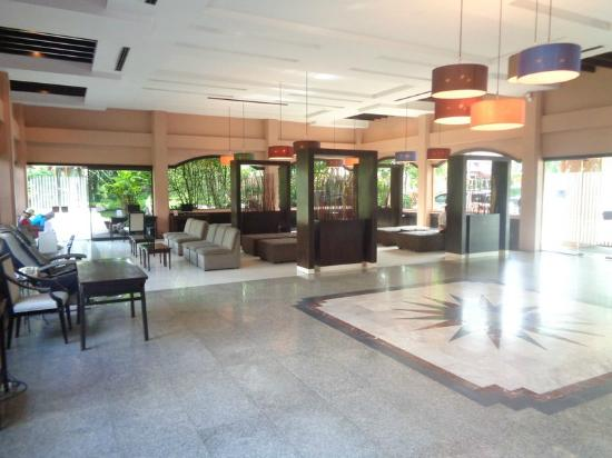 Holiday Garden Hotel: Lobby