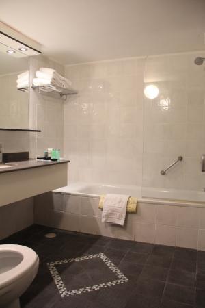 Seasons Netanya Hotel: bathroom
