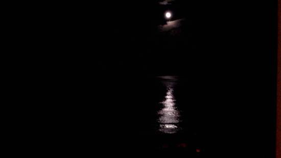 Ocean Beach Club: moon light on the Atlantic !