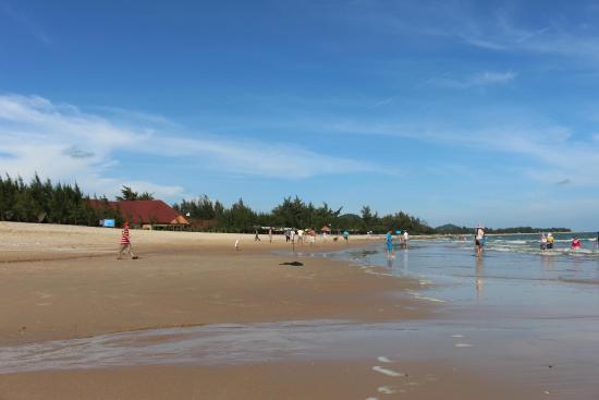 Huong Phong - Ho Coc Resort: bãi biển