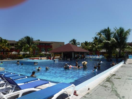 Great swimming pool picture of grand memories varadero for Great swimming pools