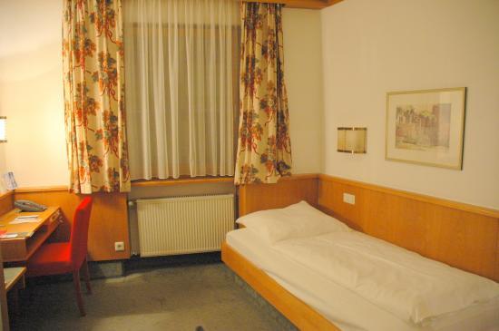 Steichele, Hotel Restaurant Weinstube: 室内