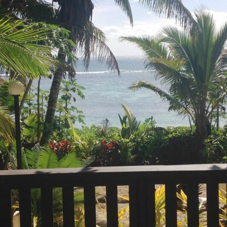 Ha'atafu Beach Resort: View from the deck in fale 10