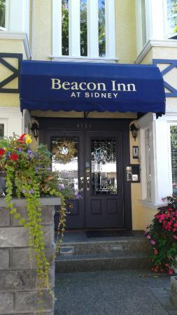 Beacon Inn at Sidney: Front entrance is charming