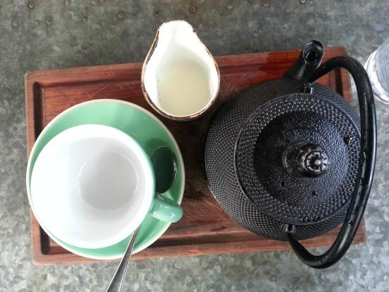 Mount Eden, New Zealand: Tea Serving Set