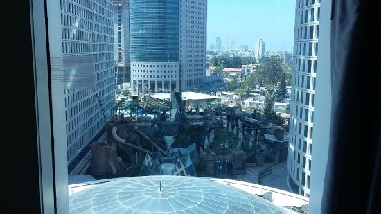 top of mall in round visible from room in tel aviv. Black Bedroom Furniture Sets. Home Design Ideas