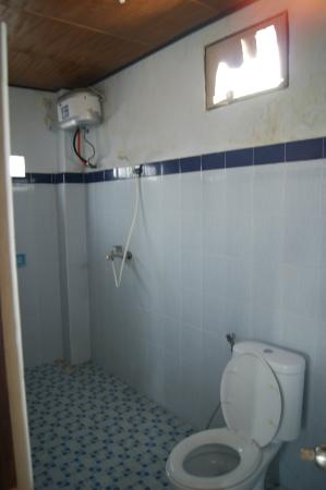 Wahyu Homestay 1: Ванная комната