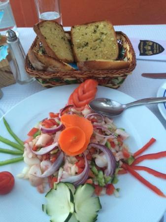 Restaurante Três Coroas: Pane all'aglio & insalata di polipo