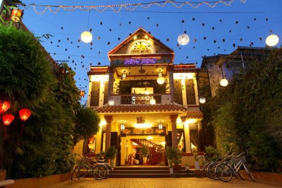 Nhi Nhi Hotel: entrance