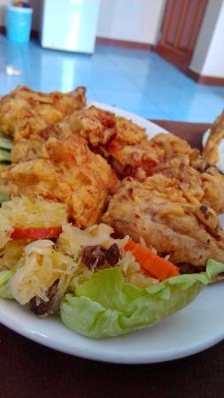 Subic Park Hotel: SUBIC PARK FRIED CHICKEN