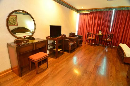 Holiday Plaza Hotel: The Executive Suite