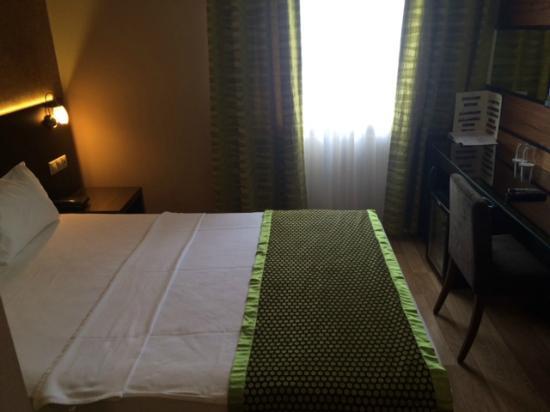 Hotel Au Pera: room
