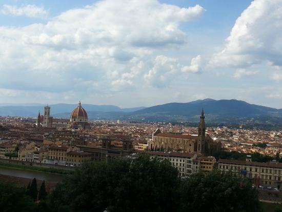 Piazzale Michelangelo: Michelangelo tepesi.Tepeden Floransa manzarası