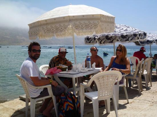 Surfline Morocco : Enjoying lunch with new friends