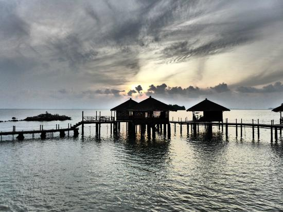 Loola Adventure Resort: sunrise over the chalets