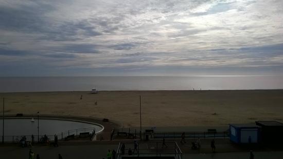 Avalon Hotel: View of Gorleston Beach