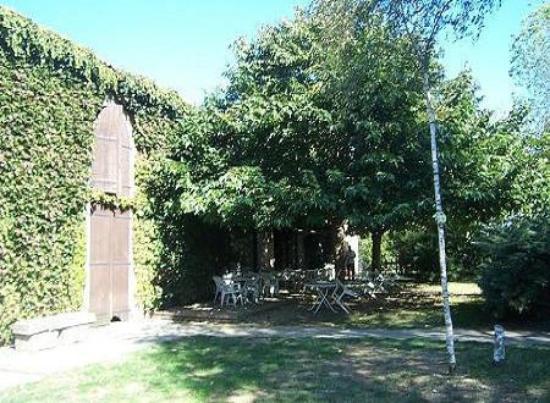 Maurens-Scopont, فرنسا: la ferme d'en Bouyssou, Tarn.