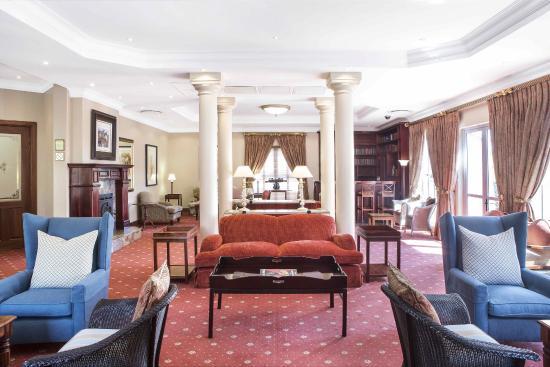 Faircity Quatermain Hotel: Library
