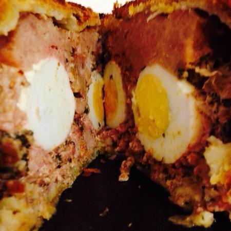 Basketmakers Arms: pork and egg pie