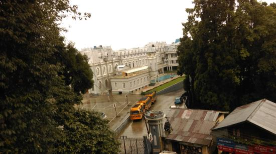 "Passenger Ropeway : The College from bollywood film ""Main Hoon na"". Captured from the Ropeway station."